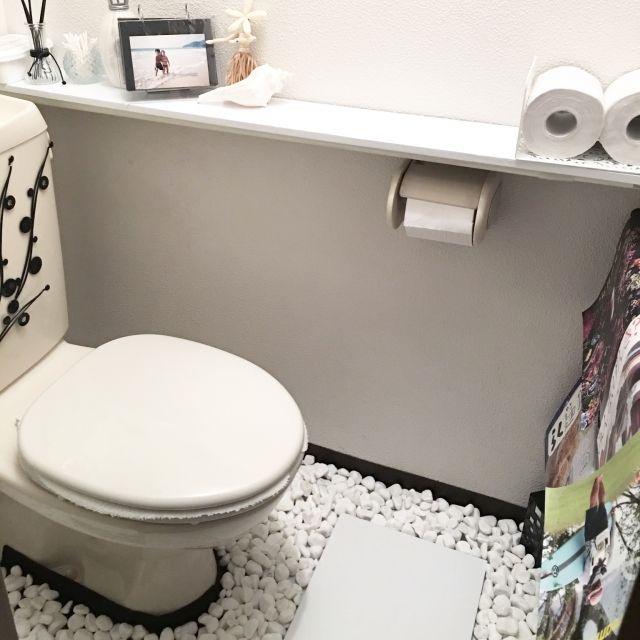 トイレ改造計画!賃貸でもOK☆DIYアイデア集 | RoomClip mag | 暮らし ... 白砂利を敷いてモダンに