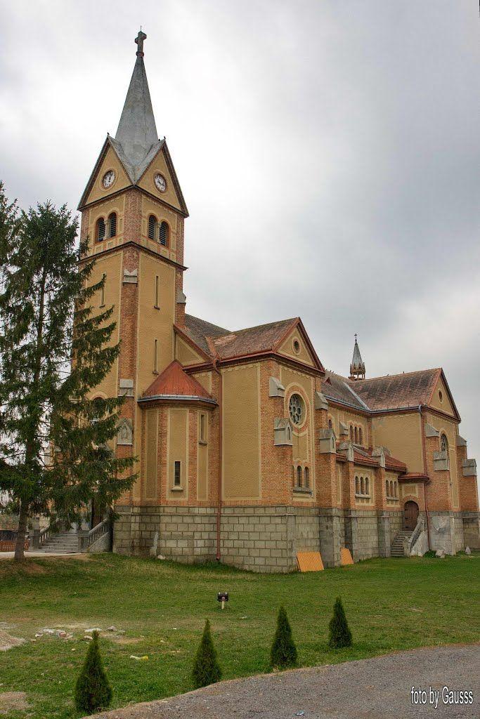 Biserica romano-catolică (1922-1935),  Dănești; stil neogotic