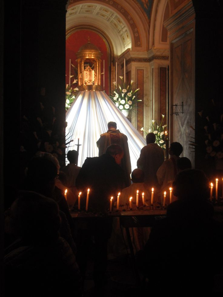 The Altar of Repose in the Duomo, Holy Thursday 2011