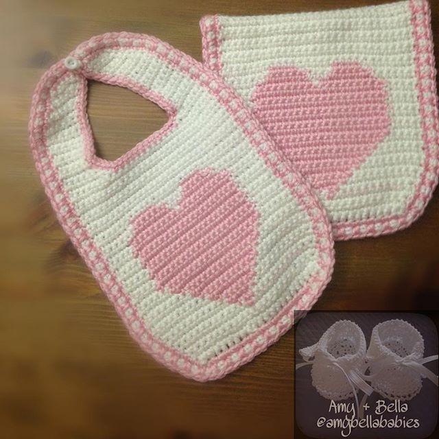 Heart Bib and Burp Cloth Set/ Set de Babero y Pañito de Sacar Gases de Corazón  @amybellababies #amybellababies #crochet #crocheted #crocheting #crocheter #crochetlove #crochetlover #crochetaddict #crochetaddicted #crochetaddiction #crochetart #crochetartist #crochetersofinstagram #handmade #handcrafted #handcraft