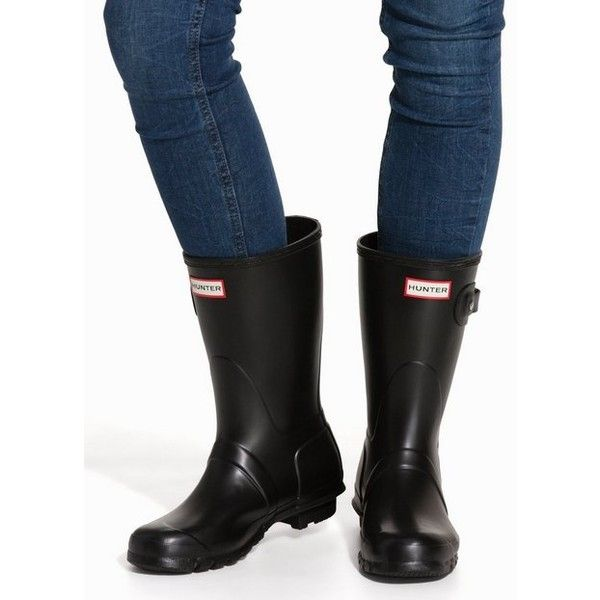 Hunter Womens Orig Short Black (€100) ❤ liked on Polyvore featuring shoes, boots, black, womens-fashion, wellington rubber boots, hunter boots, short rubber boots, short boots and black round toe boots