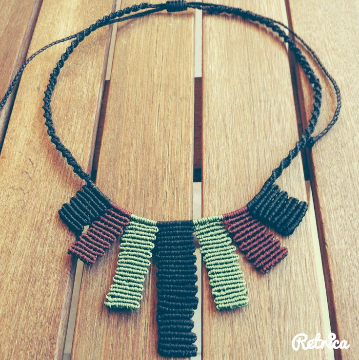 Zigzag multicolor macrame necklace