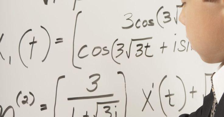 Como simplificar raiz quadrada (radicais). Uma tarefa comum em álgebra é simplificar raízes quadradas, conhecidas também como radicais. Este artigo usará a notação rqd(x) para indicar ''raiz quadrada de um número x''. Algumas vezes a tarefa de simplificação é bem simples, mas em outras requer o uso de uma fórmula especial junto com seu conhecimento de quadrados perfeitos e fatores. Por ...