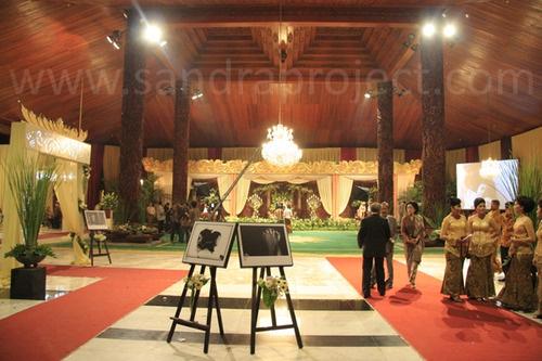 ruang dalam tempat resepsi di Sasono Utomo Taman Mini Indonesia Indah. http://bit.ly/zpAvcx