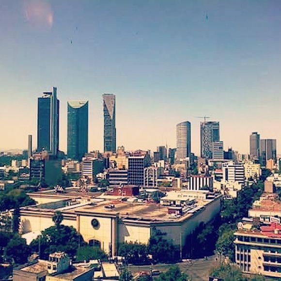 Si la ciudad contemporánea tiene hoy un alto grado de barbarie es porque ignora o evade los límites del crecimiento y el tiempo.