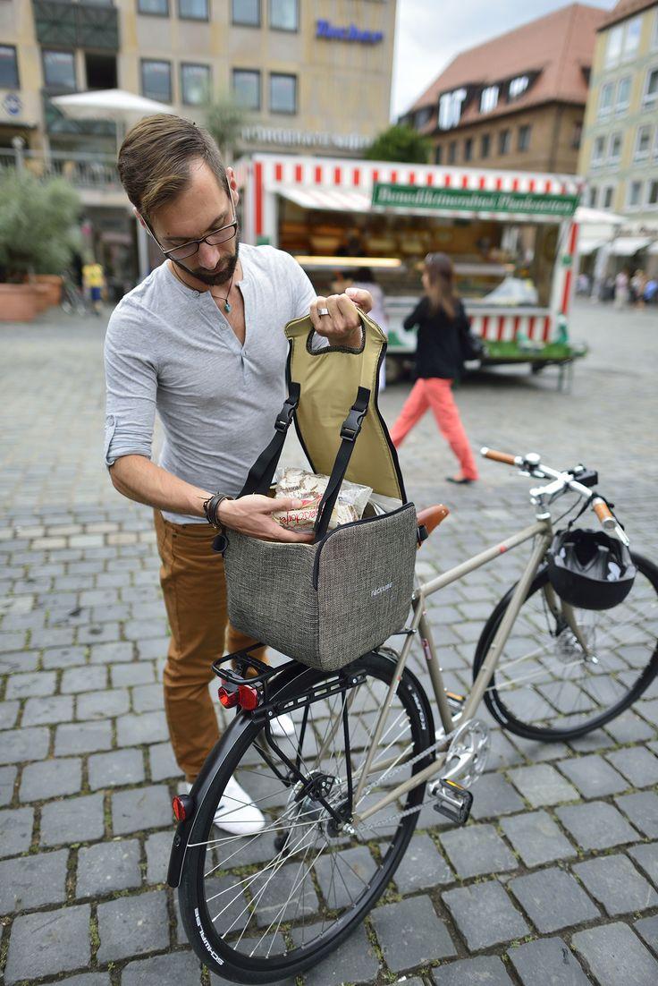 Bolso para #bicicleta Racktime Qube-it.  En la parrilla o al hombro, Qube-it llama la atención. Posee el sistema Snap-it: sencillo, robusto, estable, elegante y ligero.  http://witoi.com/producto/10022/qubeit/