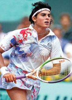 Este trata de Gabriela Sabatini Argentina. Gabriela Sabatini es un ex tenista que compitió en le último partido en 1996. Cuando ella jugando, Sabatini no le gusta maquillarse.