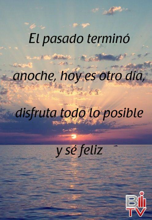 El pasado terminó anoche, hoy es otro día disfruta todo lo posible y sé feliz.  #Quote #Frase #Feliz.