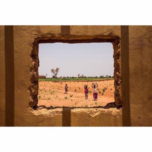 I took this photo in #Niger while visiting a village Vincent Tremeau (@vtremeau) writes Some houses were unfinished. I entered a house out of curiosity. There wasnt any roof. When I looked out the window a mother and two kids noticed me and stopped their walk. They stood watching me as I was doing the same with them. He adds According to the Human Development Index Niger is ranked 188th of 188 listed countries. The Boko Haram crisis resulted in the displacement of thousands of people across…