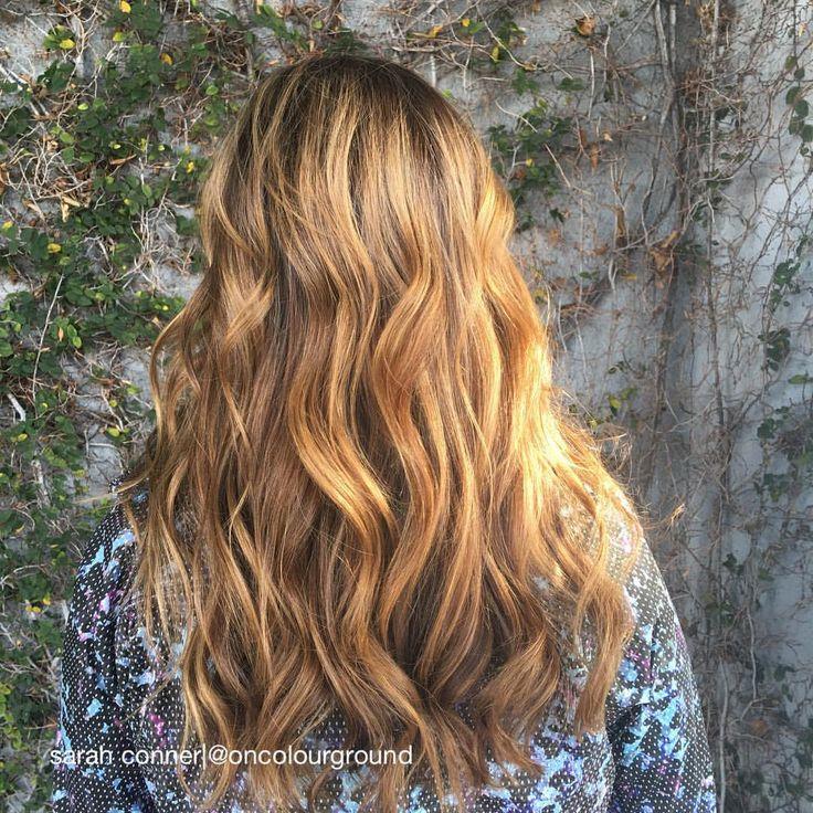 When the ☀️shines on your color. ✨ #haircolor by #sarahconner @mechesalonla #mechesalon #haircut/#style by @hannahburdy #sunkissed #highlights #naturallookinghaircolor #honeygolden #sunkissedbrunette #longhair #prettyhair (at Meche Salon Los Angeles)