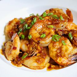Shrimp with Spicy Garlic Sauce, Chinese-style http://appetiteforchina.com/recipes/shrimp-garlic-sauce/ More