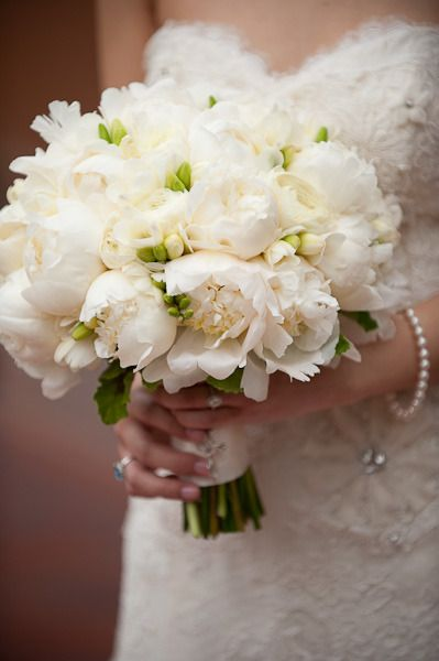 white peonies bouquet with lace dress