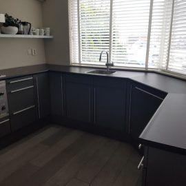 Laat uw keuken wrappen! Een compleet nieuwe look & feel! Ontdek de vele voordelen van folie en wat wij ermee voor uw keuken kunnen doen.