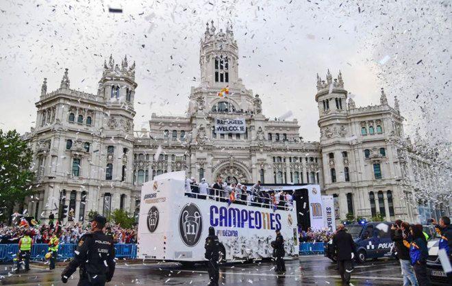EL Real Madrid, ante el ayuntamiento de la capital