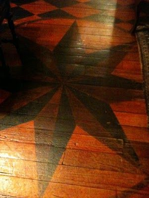 Ruthie's Renewed Treasures: Steppin' on painted floors. I <3 the idea of painted rustic floorboards.Decrenew Interiors, Cabin Ideas, Rustic Floorboards, Painting Rustic, Painting Floors, Renewals Treasure, Jojo Favorite, Logs Cabin, Cabin Decor