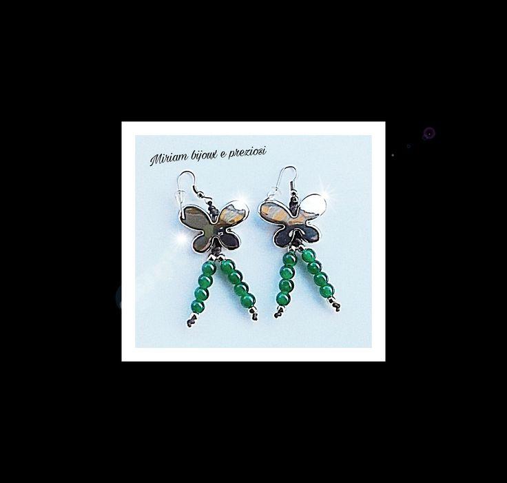 Orecchini in acciaio realizzati con butterfly in pexiglas e perle in vetroresina color verde menta € 9