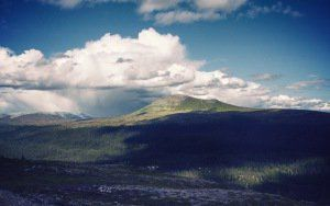 montañas de previsualización papel pintado, colinas, cielo, nubes