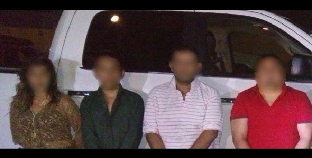 Trabajos de investigación de la Policía Michoacán permitieron la captura de cinco presuntos integrantes de una banda dedicada al robo y desvalijamiento de autos en Morelia, a quienes elementos policíacos ...