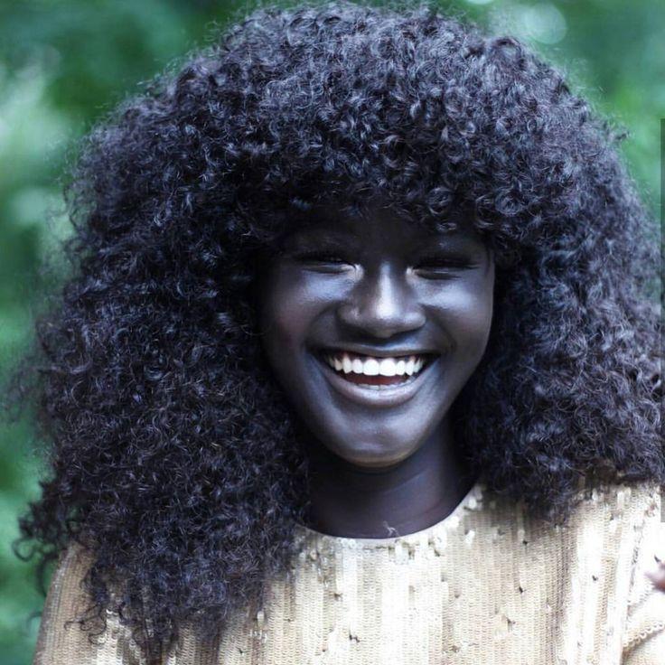 """""""Deusa da Melanina"""" senegalesa conquista a Internet com o seu tom de pele incrivelmente escuro 10"""