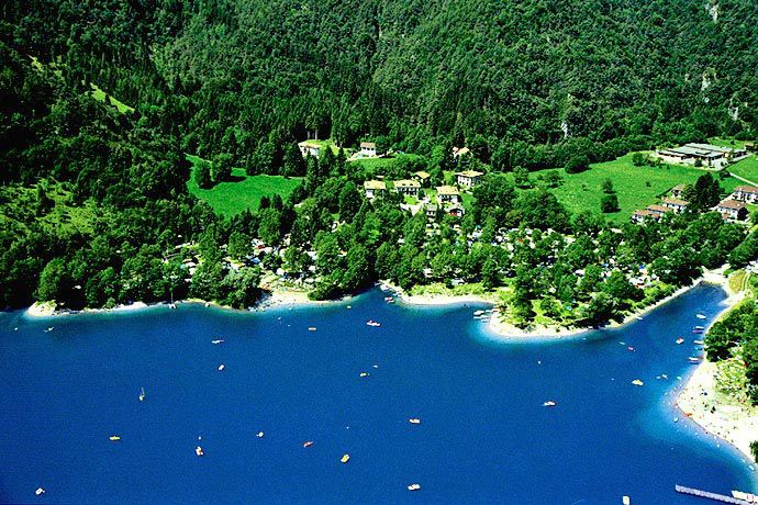 Ledro Service Tour - Lake Ledro ... Garda Lake, Lago di Garda, Gardasee, Lake Garda, Lac de Garde, Gardameer, Gardasøen, Jezioro Garda, Gardské Jezero, אגם גארדה, Озеро Гарда ... Lake Ledro is one of the most pleasant and cleanest lakes of Trentino, 650 metres a.s.l. with cristal turquoise water surrounded by the green scenery of meadows and woods. Rich in history and with vestiges of a past that can be traced back to the Bronze Age. Ledro Valley is a natu