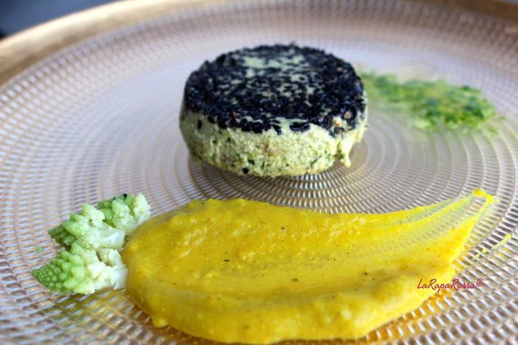 #vegan flan of zucchini and tofu with Romanesco cabbage and parsley sauce - Flan di zucchine e tofu con salsa di cavolo romanesco e prezzemolo