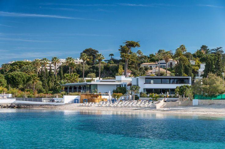 Hotel Costa Azul:  Cap d'Antibes Beach Hotel #CapdAntibesBeachHotel #hotel  #arquitectura #moderno  #vegetación #piscina #playaprivada #islasdeLerins