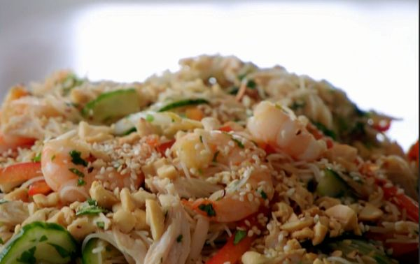 Tilly and the Ramsay bunch noodle salad with chicken and prawns