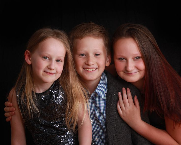 Brother and sisters portrait #karensndfran