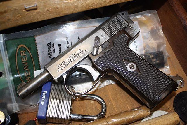 The Webley & Scott 1908 self loading pistol in .32acp  #webleyandscott #32acp #pocketpistol #prohibitedclass #prohibitedfirearm #littlegun #greatbritain #shortbarrel #canadiangunlawshavetochange