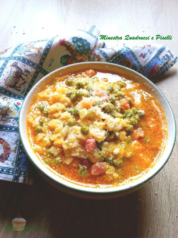 La Minestra Quadrucci e Piselli è un primo molto nutriente e gustoso preparato con la pasta all'uovo,i quadrucci appunto, una ricetta ottimaper tutti i giorni.