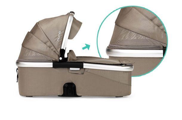 El capazo del lujoso cochecito #IVVI de #Nuna dispone de una malla de ventación en la capota.