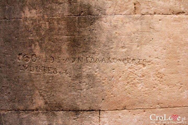 Napisy na murach Dubrownika || http://crolove.pl/sredniowieczne-graffiti-w-dubrowniku/ || #Dubrownik #Dubrovnik #Chorwacja #Croatia #Hrvatska
