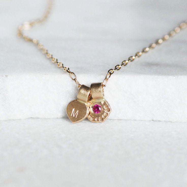 Ruby eerste ketting - 14 k goud en bloem Petal ketting - Kies Ruby of Diamond - gepersonaliseerde ketting door LilianGinebra op Etsy https://www.etsy.com/nl/listing/246194040/ruby-eerste-ketting-14-k-goud-en-bloem