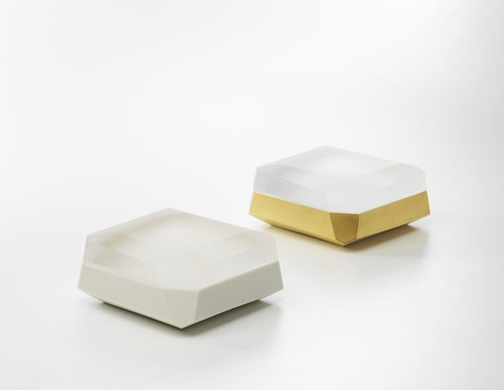 Andrea Walsh / Pair of Large Faceted Boxes / Porcelain with 22ct Burnished Gold and Clear Glass / Courtesy Galerie Mouvements Modernes