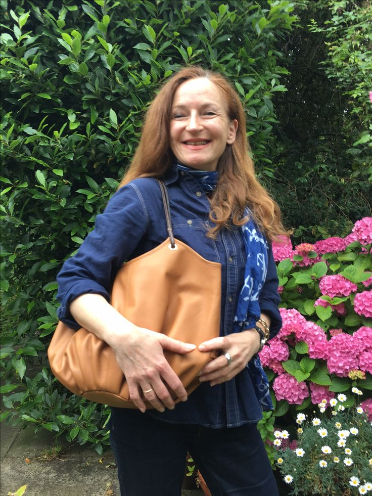 Our friend Gertrude has sent us a photo with her Tan Talega, in UK. Thank you!! 😘 #shoulderbag #leatherbag #fashionbag