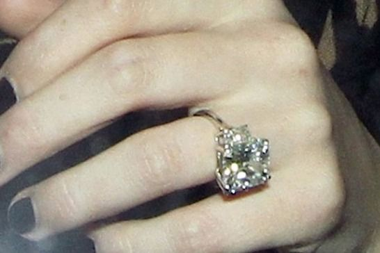 hilary duff engagement ring | Hilary Duff's Amazing Engagement Ring