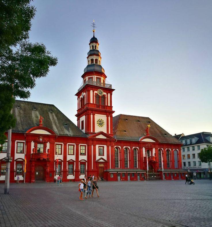 Rathaus in Mannheim im Abendlicht. #streetphotography #straßenfotografie #Mannheim #abend #pin