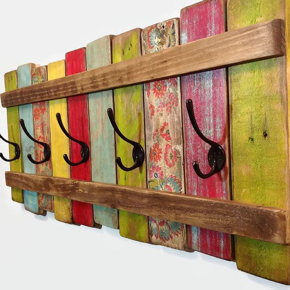 Sa met de la couleur dans l'entrée :) J'aodre!!! Hey, I found this really awesome Etsy listing at https://www.etsy.com/listing/221679719/wood-coat-rack-32-ooak-coat-hook-shabby