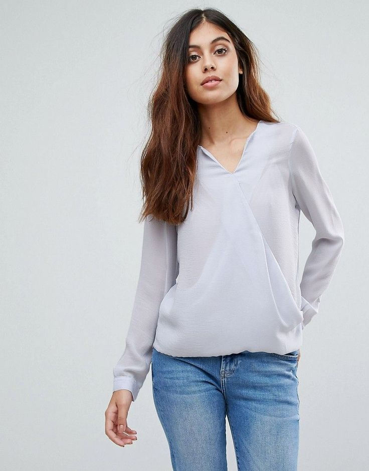 Get this Vero Moda's embroidered top now! Click for more details. Worldwide  shipping.