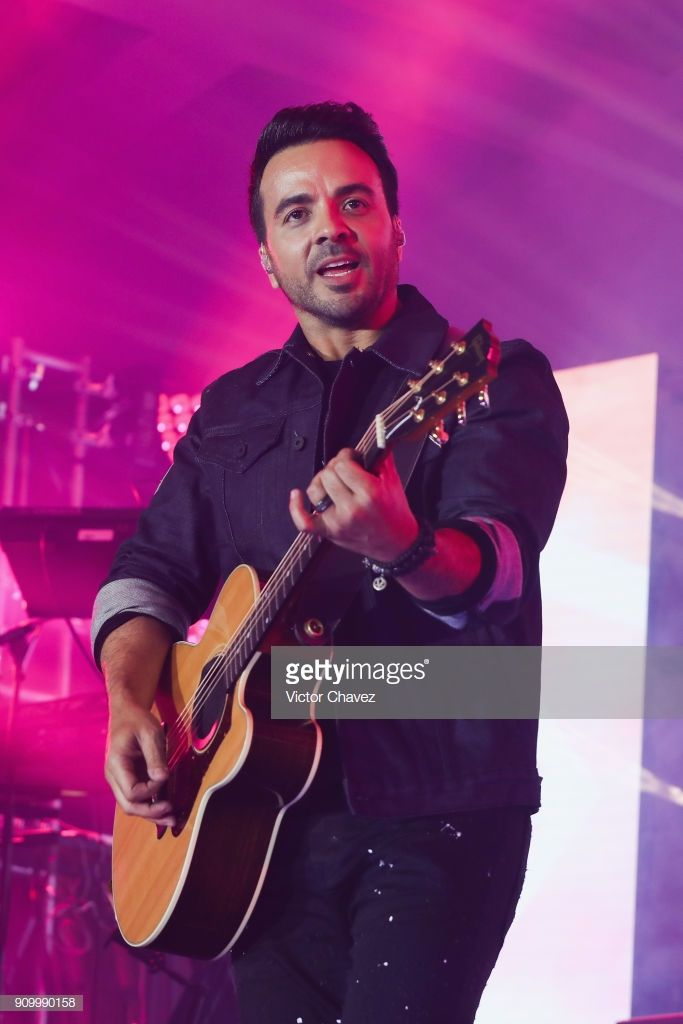 Singer Luis Fonsi Performs On Stage During The Latin Grammy Acoustic Singer Grammy Performance