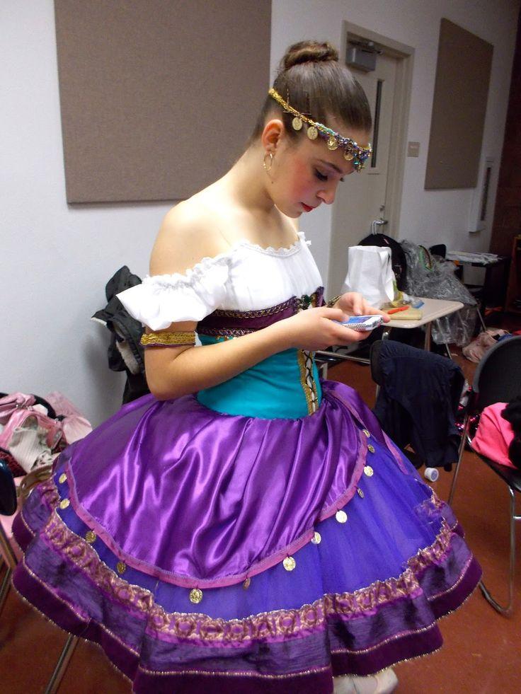 25 Easy DIY Halloween Costumes You Can Make Last Minute ... |Diy Esmeralda Costume