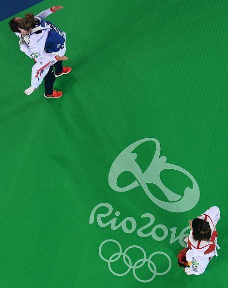 Gold medalist Jade Jones of Great Britain celebrates after defeating Eva Calvo…