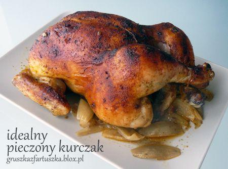 Bardzo łatwy przepis na doskonałego kurczaka z piekarnika. Pieczony kurczak robiony tym sposobem wychodzi soczysty i aromatyczny.
