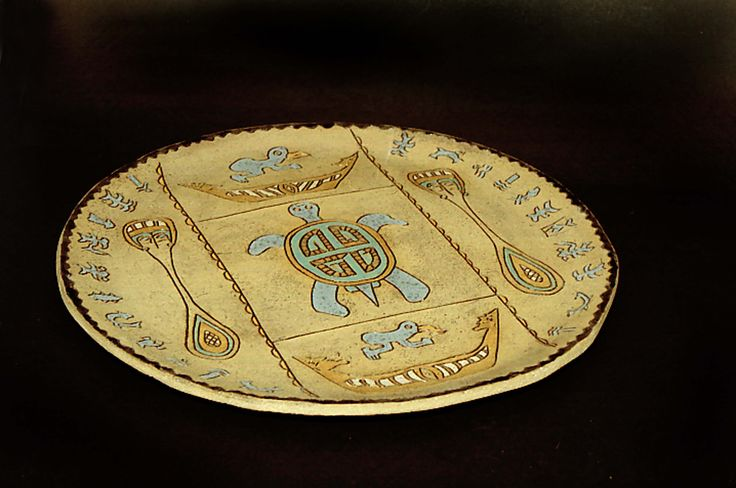 Ornamental stoneware plate, hand painted. Designs and figures of Easter Island. By Maggie Sierralta
