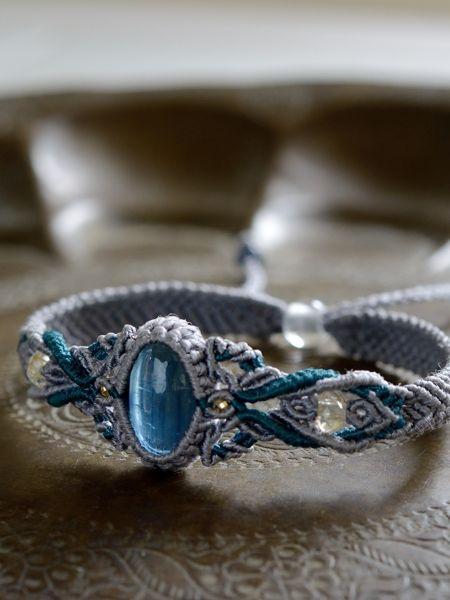 カイヤナイト&ルチルクォーツ&ブルーサファイヤ天然石マクラメ編みブレスレット【絹紐】
