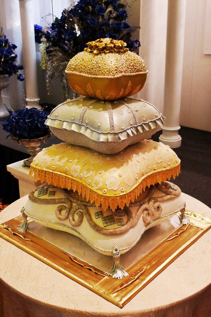 pillow wedding cake photos 147 best pillow cakes amp crown cakes images on 18517