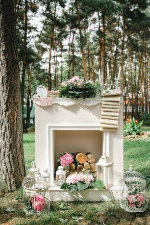 Декоративный камин на свадебной фотосессии