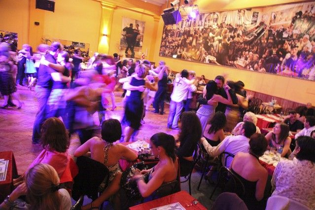 Salon Canning es un club para tango. Los clubs es para los adultos pero hay clubs para los menores personas.