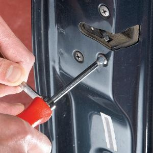 Frustrated by a Phillips screw that's starting to strip out? Salvage the situation with one of these tips before you go through the misery of drilling out the screw.: Stuck Phillip, Handyman Community, House Ideas, Phillip Screw, Strips Screw, Autos Repair, Households Ideas, Families Handyman, Diy Projects