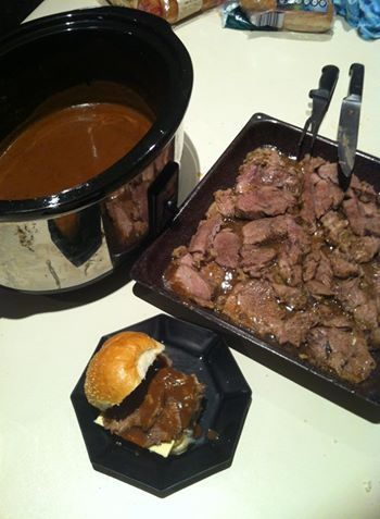 ROAST BEEF & GRAVY ON ROLLS 1.5 - 2kg Beef  1 C chicken stock.  1/2 C balsamic vinegar salad dressing. 1 tbsp soy sauce. 1 tbsp W'shire sauce. 1 tbsp honey. 1 tbsp Dijon mustard. Cornflour Gravox Place roast in sc for 6-8 hrs on low. Combine ingredients except cornflour & gravox. Mix and pour over beef. When cooked, remove from sc. Shred meat and pour 1 C juice from sc over meat, cover with foil. Add a tbsp corn flour to sc, mix well, turn sc to high, add 1 tbsp Gravox per cup of juice.  .